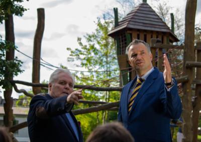 Usingen wählt Steffen Wernard. Pressefoto: Steffen Wernard - Bürgermeister Stadt Usingen - Neuer Spielplatz Usinger Schlosspark - 2015