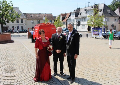Usingen wählt Steffen Wernard. Steffen Wernard. Bürgermeister der Stadt in Amt und Würden.