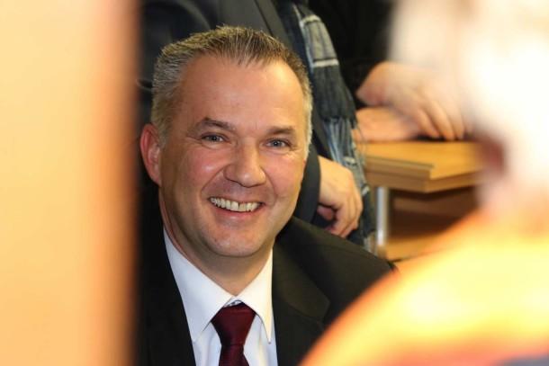 Steffen-Wernard-neuer-Buergermeister-Stadt-Usingen-2016_02